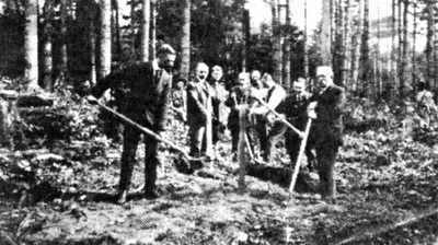 Turning the sod 1907