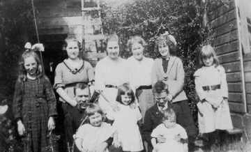 The complete Oxenham Family 1919