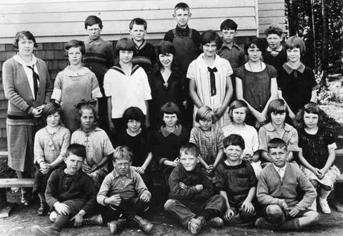 Woodward Hill students 1925