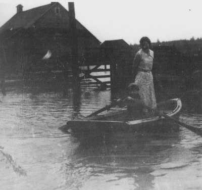 Ellen and Hanford in a 1930s flood